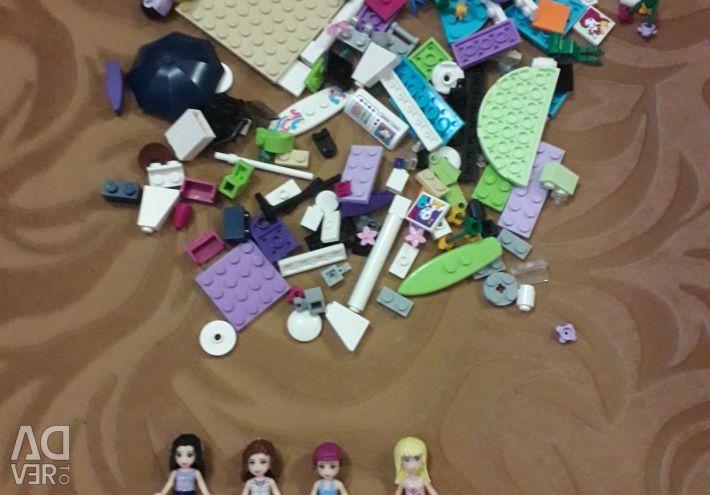 200 piese LEGO Frends (+ 4 fete și 2 animale de companie)