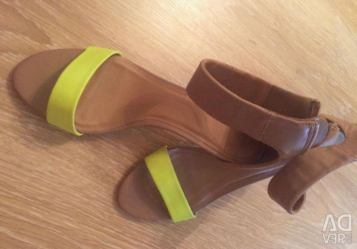 Sandalet. P 40