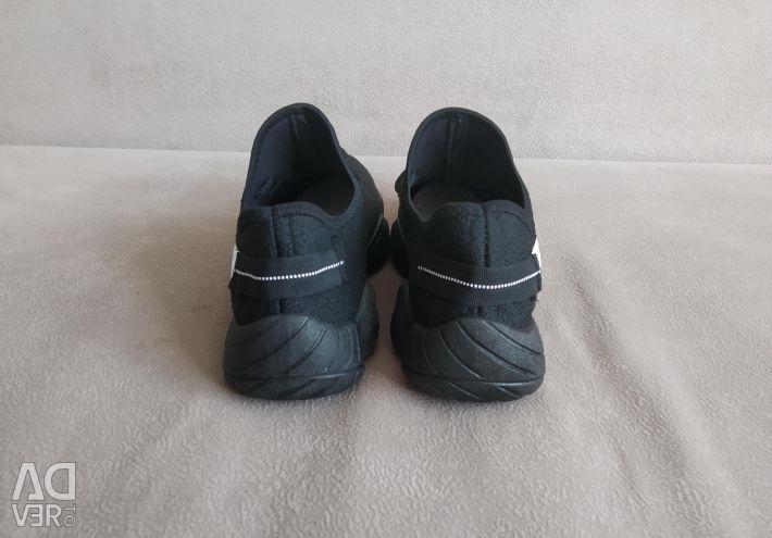 Supreme sneakers new