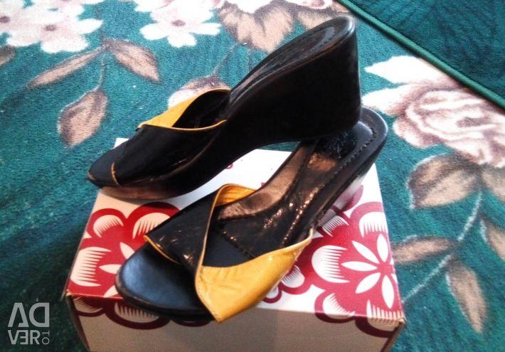 Sandals size 39-40.