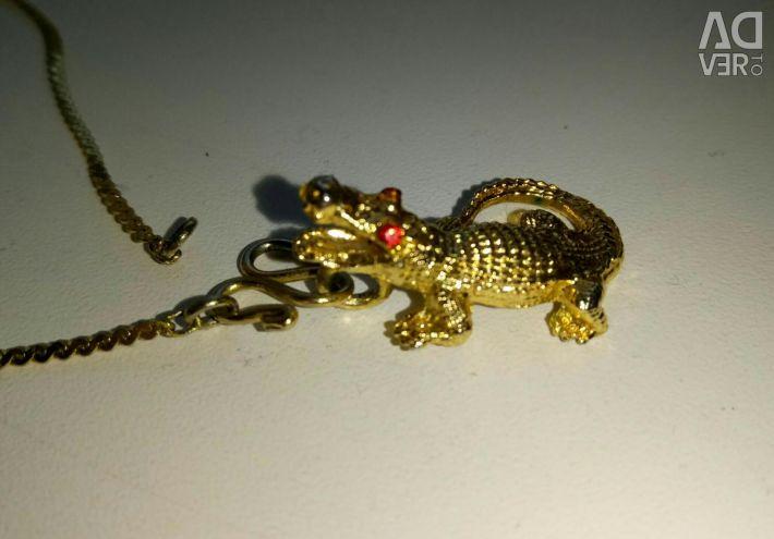 Crocodile pendant with chain