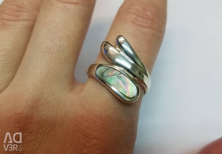 Ring with mother of pearl. 925 sterling silver