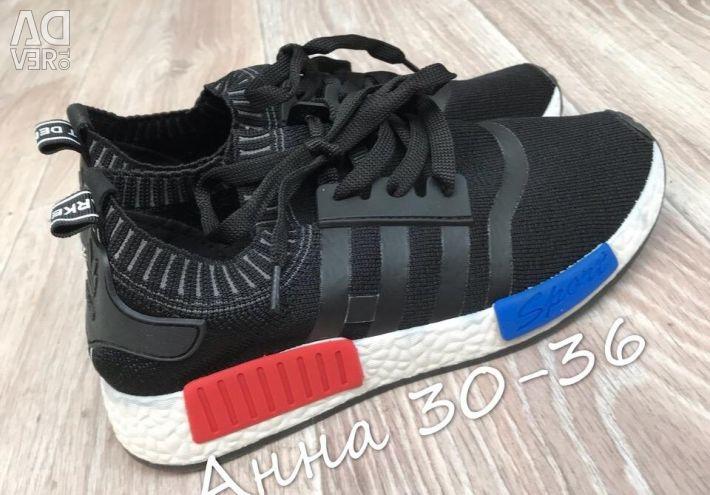 Кроссовки черные 40