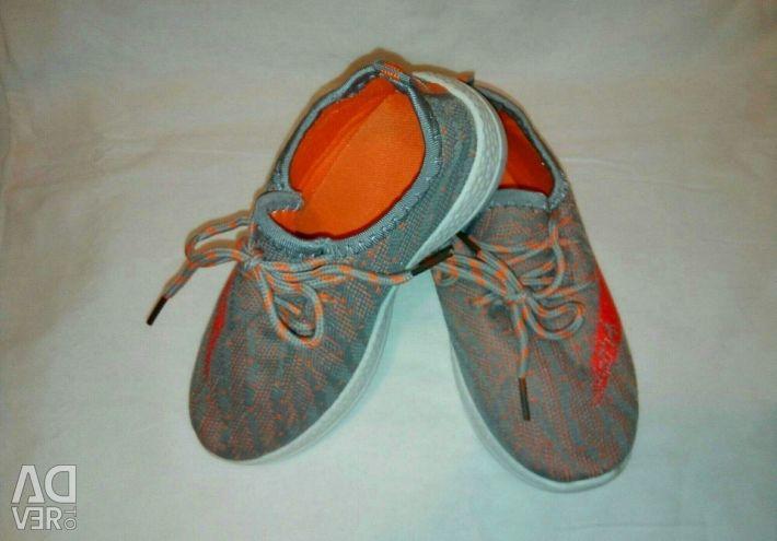 Spor ayakkabı yeni yumuşak, şık, dantel parlak