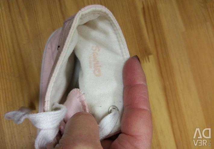 Spor ayakkabı helloy uçurtma