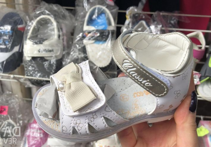 Sandale pentru fete.