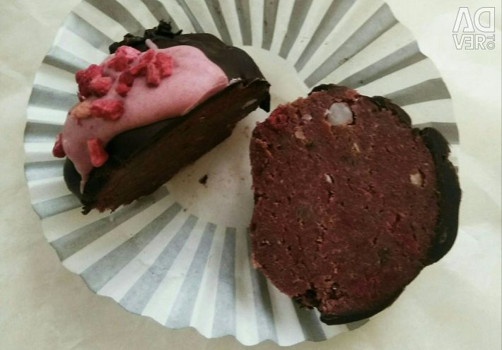 Low calorie cake, chocolate and raspberries