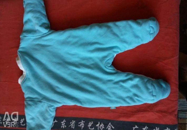 Pantaloni izolați