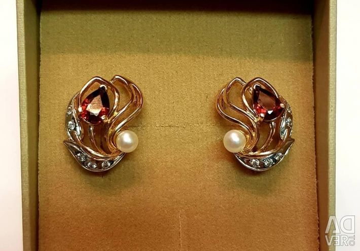 Earrings with pomegranate and pearls. 585 gold sample