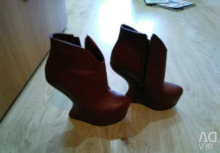 Mega boots are cool