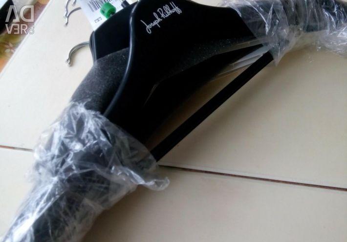 Вешалки для одежды новые.