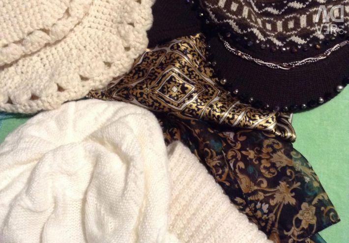 Μια ποικιλία από καπέλα, κασκόλ, μαντήλια πρωτότυπα, καινούργια