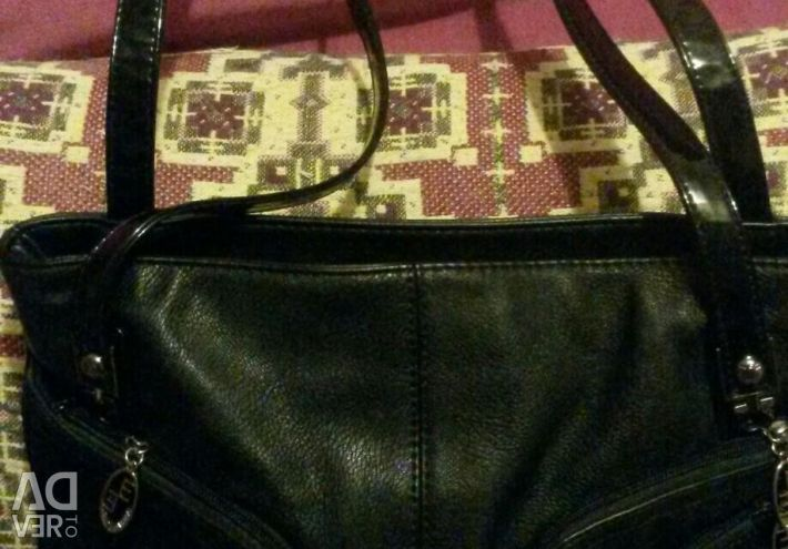 Νέα μαύρη τσάντα με δερμάτινες λεπτομέρειες