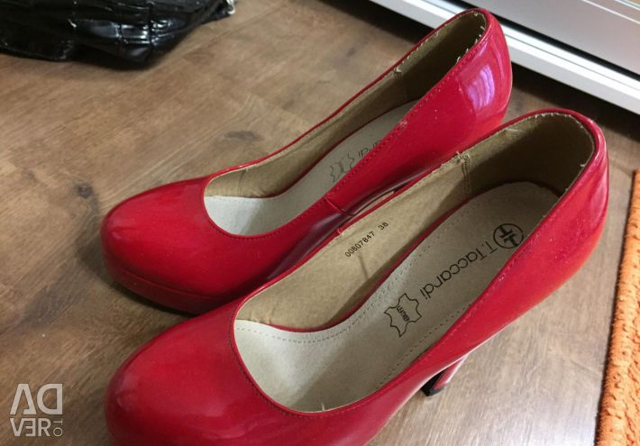 Shoes are new red