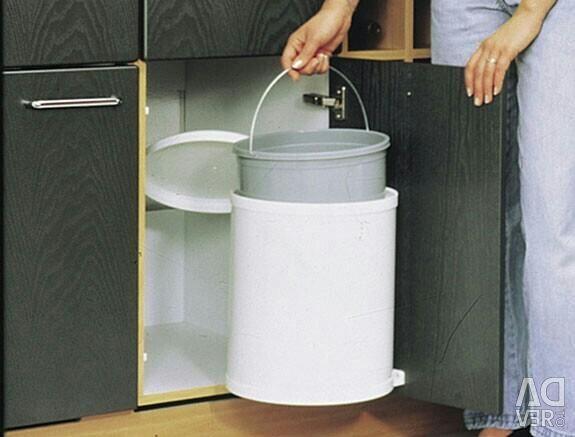 Kitchen swivel trash can