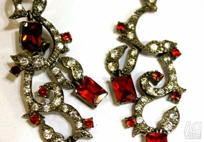 Earrings, jewelry imitation jewelry. In the scrap. In the repair.