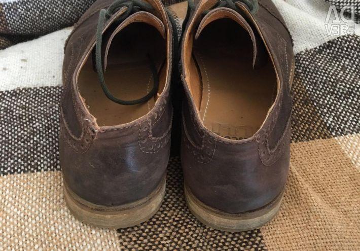 Men's closed shoes
