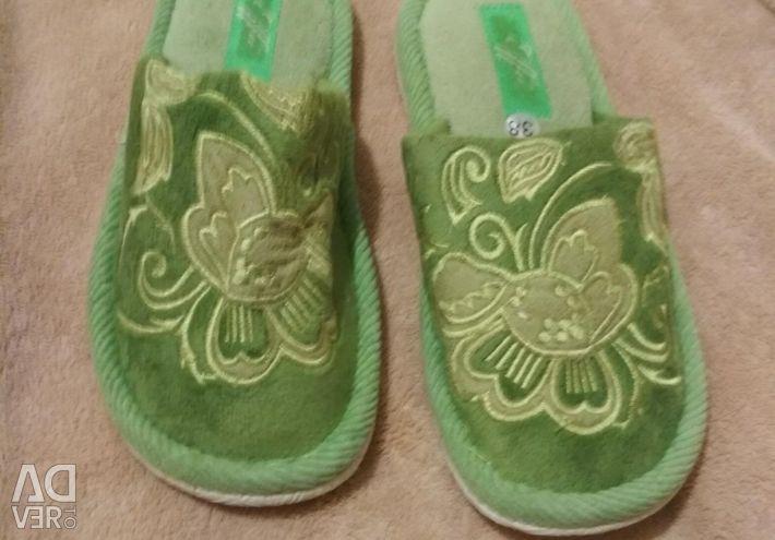 Papuci noi acasă
