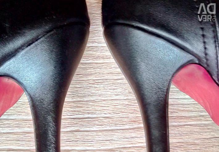 Demi-season high boots