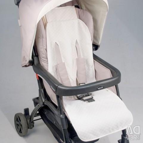 Bebek arabasındaki yatak astarı
