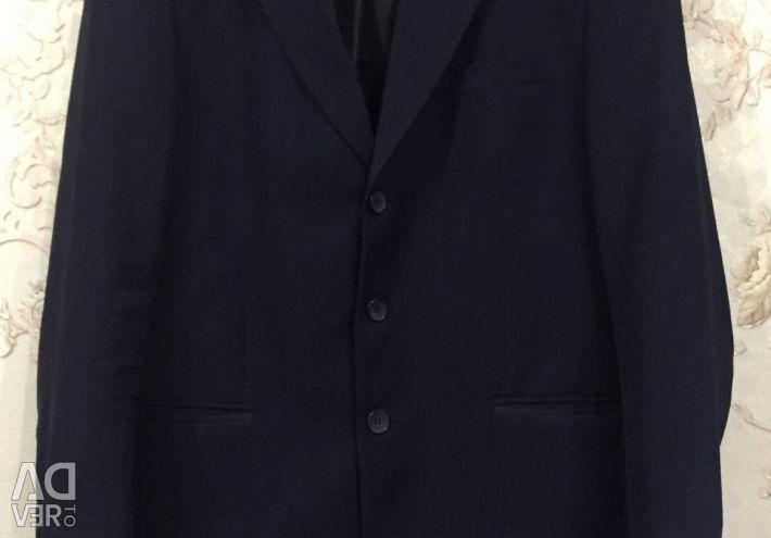 Στο κοστούμι του ανθρώπου