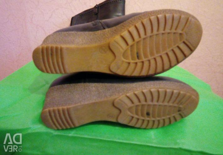 Women's demi-season boots