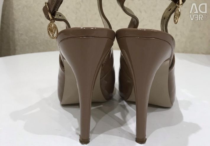 Sandals lacquer, eco-leather