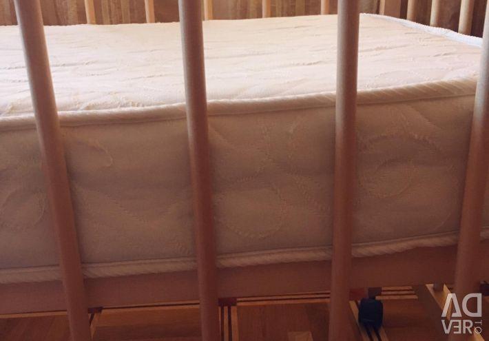 Детская кроватка и матрац
