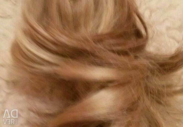 Saç yapaydır. Kuyruk