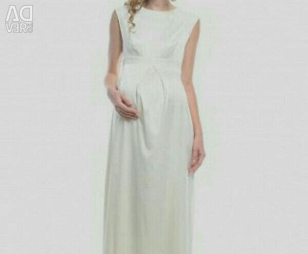 Wedding dress for pregnant women