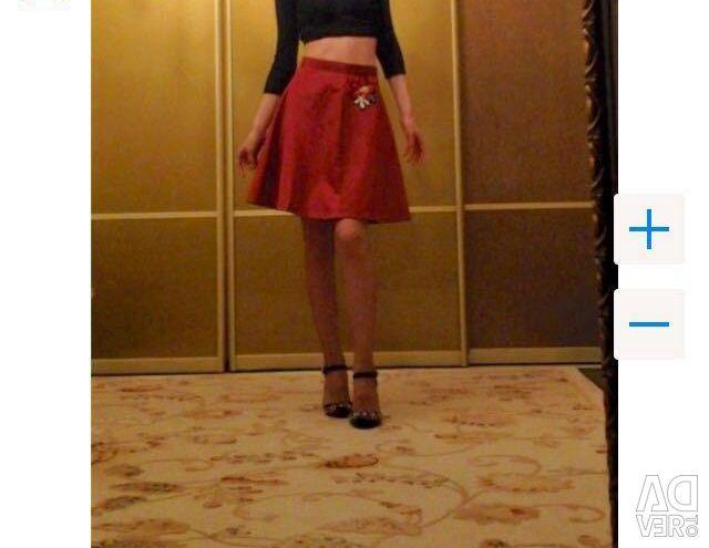 Dolce and Gabbana burgundy skirt