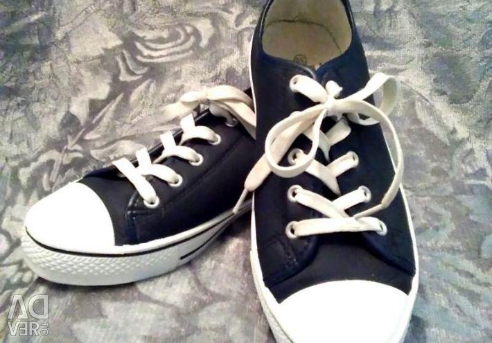 Sneakers. Pp 38; 40; 41