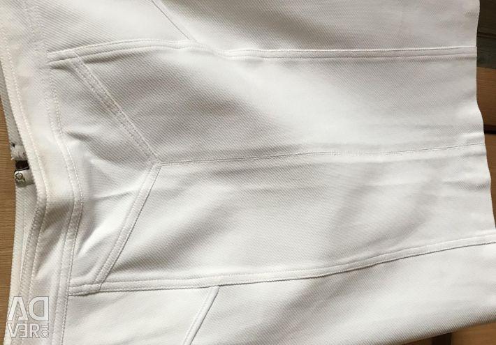 Біла спідниця