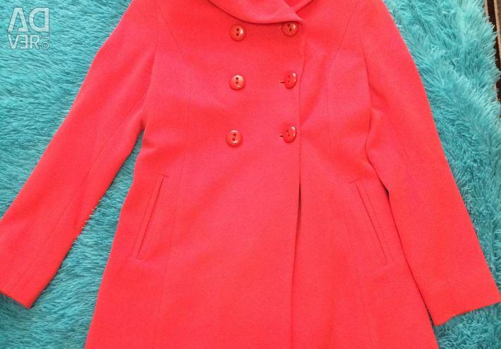 Пальто кораллового цвета