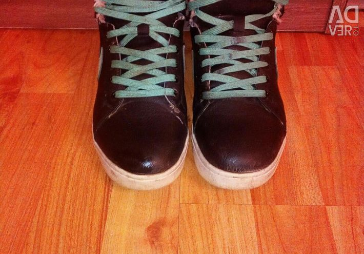 Терміново Продам зимові кросівки
