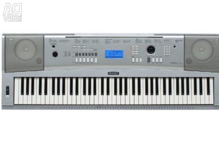 Yamaha DGX-220 Synthesizer