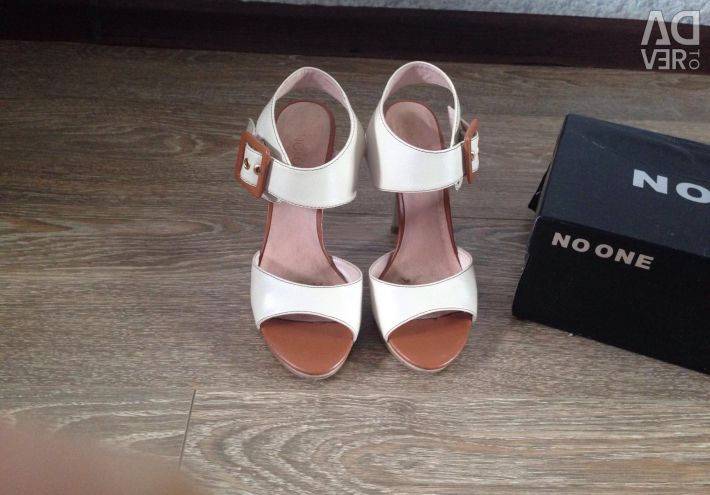Sandals p 34 nat leather