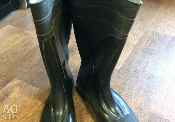 Rubber boots for fishing