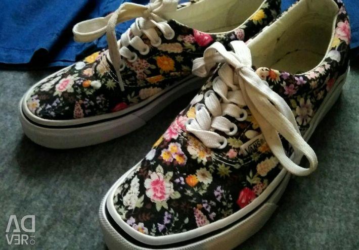 Çiçek spor ayakkabı