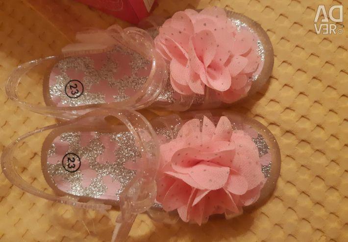 Lastik sandaletler 23p