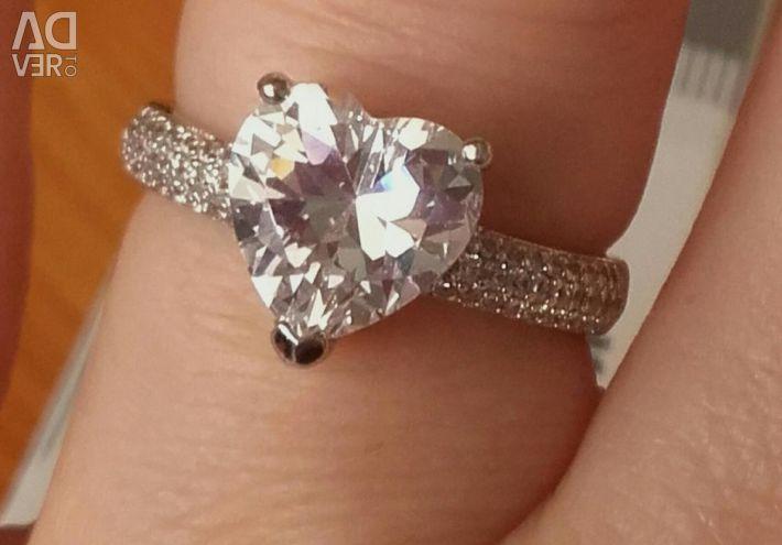 Позолоченное кольцо с фианитами