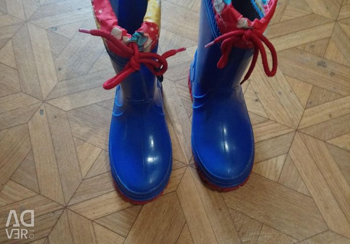 Rubber boots for the boy, you can and the girl
