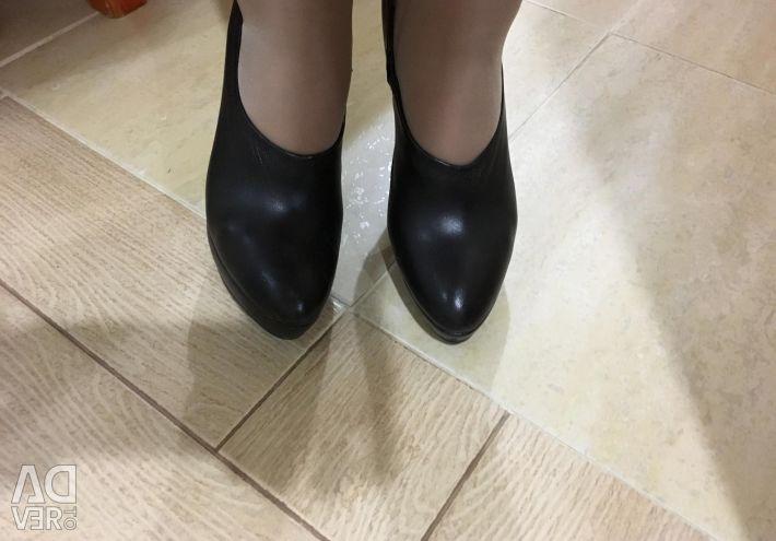 Shoes size 38