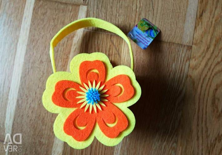 Easter basket made of felt