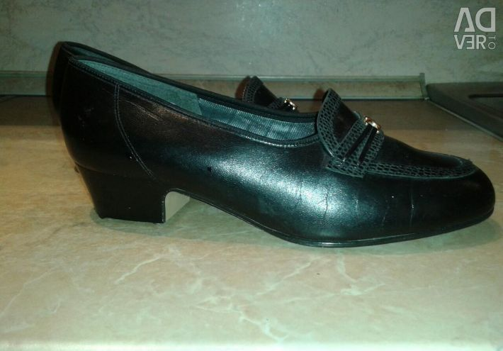 Leather black shoes