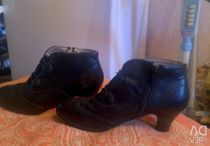 Boots, r.33
