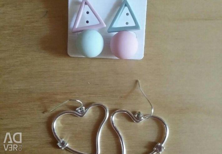 Earrings (2 pairs)