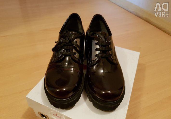 Παπούτσια nat.skozh βερνίκι. 37 r.