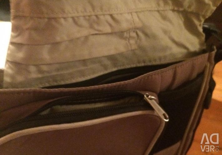 Сумочка на ремені через плече