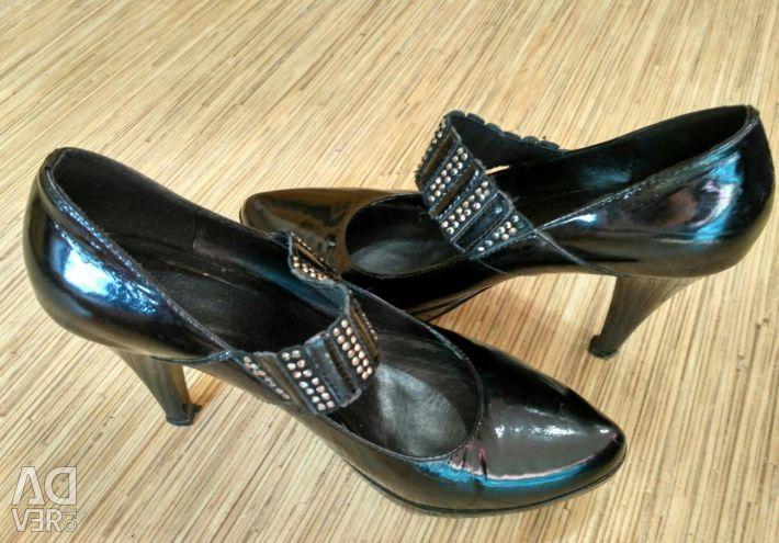 Δερμάτινα παπούτσια μεγέθους 36-37